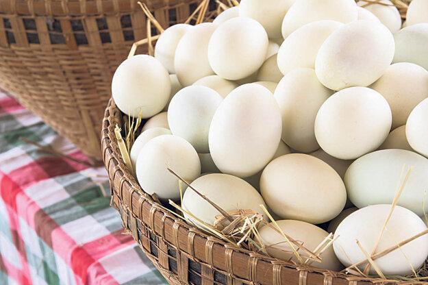 Kačacie vajcia sú väčšie a chutnejšie ako slepačie. Treba ich však riadne tepelne upraviť.