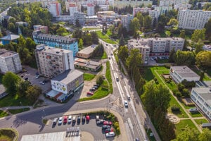 Pohľad na jednu z hlavných dopravných tepien v Banskej Bystrici.