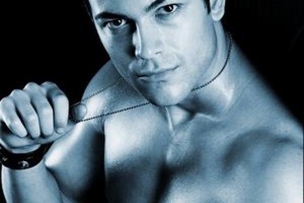Ak chcete podporiť prvého Slováka v prestížnej súťaži, dajte mu hlas na www.manhunt.com.sg/vote/vote.php. Víťaz internetového hlasovania automaticky postupuje medzi desať najkrajších mužov sveta.
