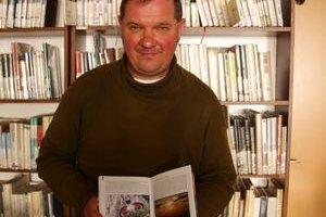 Miroslav Saniga ukazuje v knihe svoju životnú lásku - murárika červenokrídleho.