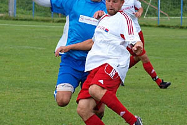 Sereď vyhrala 4:1 v Čiernom Brode. Branislav Dobiš (v bielom) podal bezchybný výkon, dobre pracovala opäť celá defenzíva Serede.