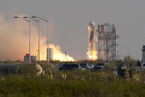 Štart znovupoužiteľnej suborbitálnej rakety New Shepard, ktorú vyvinula spoločnosť Blue Origin miliardára Jeffa Bezosa, úspešne odštartovala o 15.12 h SELČ zo základne neďaleko mestečka Van Horn v americkom Texase v utorok 20. júla 2021.