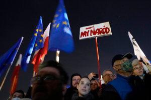 Demonštranti vo Varšave podporujú EÚ.