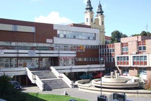 Bývylý dom kultúry Orbis je už niekoľko rokov prázdny. Do roku 2007 tu fungovalo mestské kino, bolo však stratové, preto ho zatvorili.