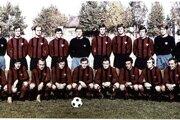 V sezóne 1970/1971 zdolali Spartakovci vo finále pohára Slovan. Horný rad zľava: Púchly, Kuna, Jarábek, Majerník, Geryk, Juska, Valentovič, Adamek, Keketi. Tréner V. Švec. Dolný rad zľava: Varadin, Dobiáš, Hagara, Fandel, Martinkovič, Hrušecký, Bôžik, Masrna, Kabát