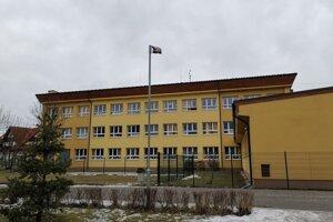 Základná škola s materskou školou vo Veľkej Lomnici.