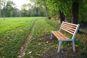 Nové lavičky majú slúžiť všetkým občanom.