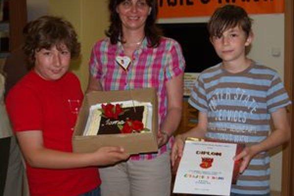 Žiaci zo 4. B zo ZŠ Cabajskej s učiteľkou Evou Mudrikovou. Vyhrali prvé miesto v kategórii 4. ročníkov.