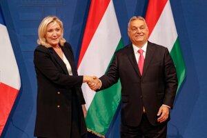Marine Le Penová s Viktorom Orbánom.