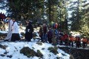 Horskí záchranári, obec, turisti si každoročne pripomínajú obete horských nešťastí. Vlani pre pandémiu stretnutie zrušili.