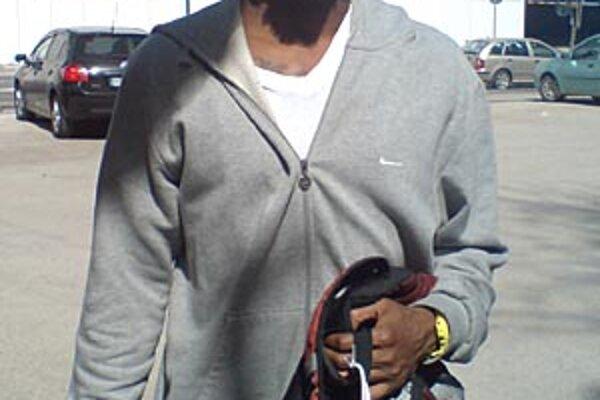 Clifford Crawford nosí na vaku talizman - topánočku svojej dcéry.