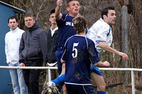 V zlatomoraveckom derby Sľažany porazili Žitavany 2:1.