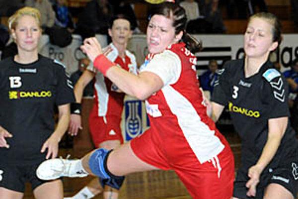 Pivotka Ivana Trochtová pomohla k víťazstvu 7 gólmi.