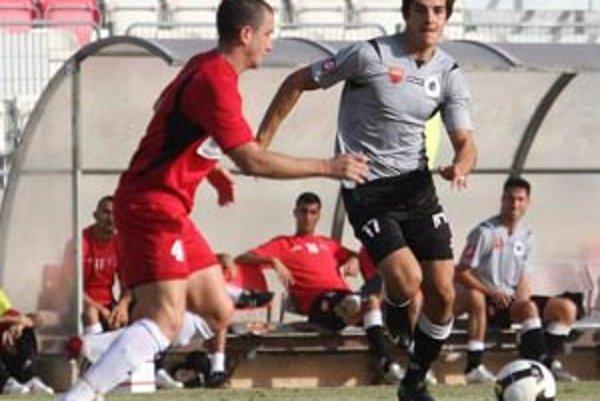 Odchovanec FC Nitra Jaroslav Machovec (vpravo) už toho stihol pochodiť dosť.