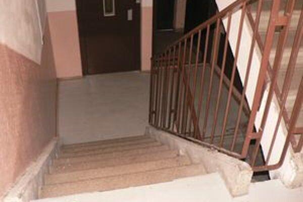 Na tomto schodisku sa odohrala dráma, pri ktorej vyhasol život bývalého futbalistu.
