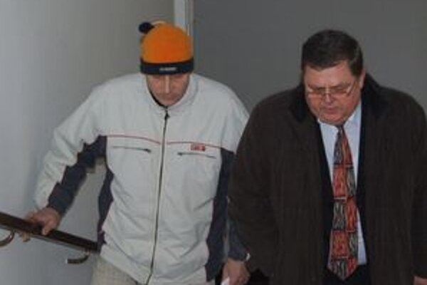 Obvinený Karim B. s obhajcom.