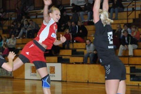 K jasnému víťazstvu Šale prispela aj omladina, S. Szarková strelila päť gólov.