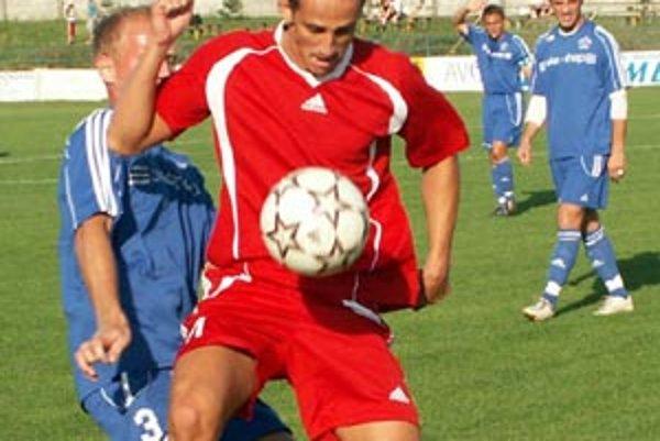 Útočník Vrábeľ Róbert Benca prihrával spoluhráčovi Detkovi na prvý gól.