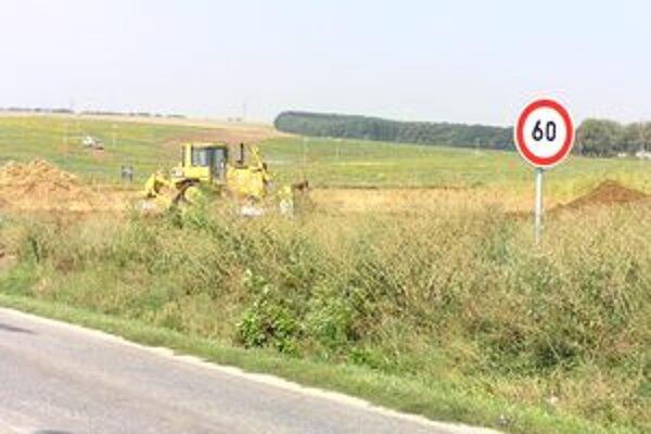 Výstavba novej rýchlostnej cesty a obchvatu Nitry sa začala tento týždeň.