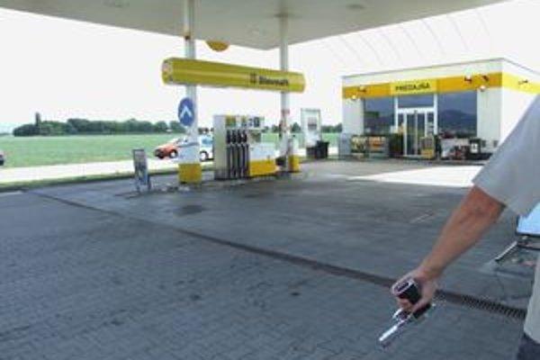 Lupič z tejto benzínky nič neodniesol vďaka odvahe pumpára.