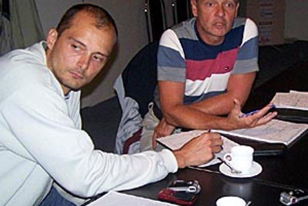 Peter Kalný bude pokračovať v koncepčnej práci v Nitre, vľavo manažér klubu Ľubomír Paška.