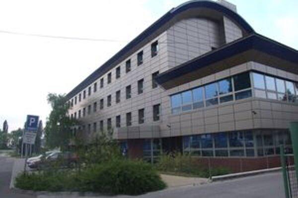 Krajskí policajti v Nitre sa sťahujú do tejto budovy po plynároch. Stojí na Pieskovej ulici.