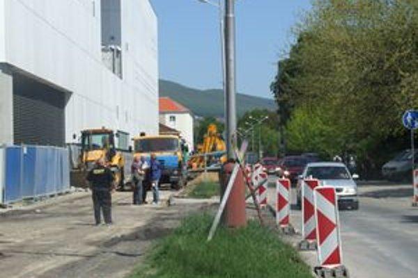 Ulica Československej armády je pre rekonštrukciu čiastočne uzavretá.