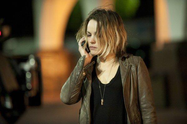 Rachel McAdams v úlohe charizmatickej šerifky. Aj hlavní hrdinovia v druhej sezóne Temného prípadu sa utápajú v depresii a beznádeji.