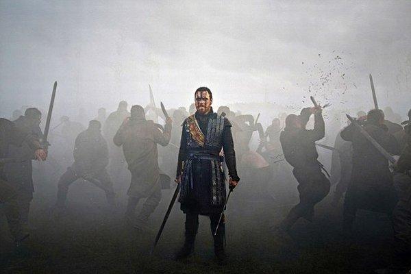 Michael Fassbender vo filme Macbeth.