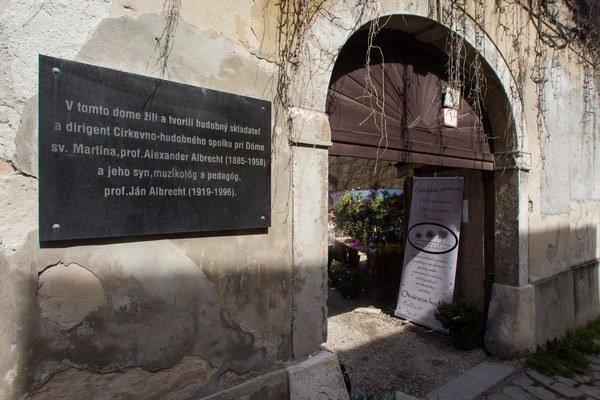 V dome hudobníka Ján Albrechta sa vždy živo diskutovalo, dnes ho treba zachrániť.