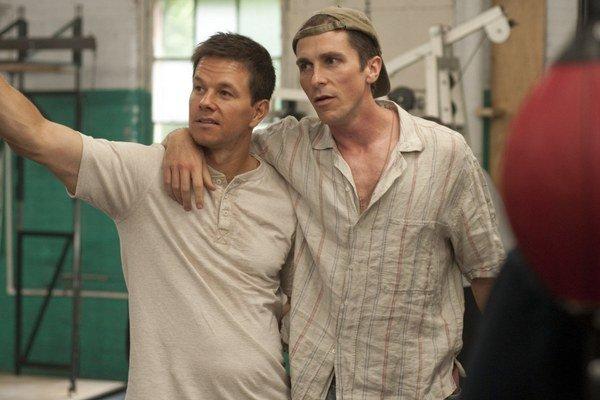 """""""Nič vás tak nedostane do formy ako boxovanie,"""" pochvaľoval si Christian Bale (vpravo), keď chudol kvôli postave drogovo závislého Dickyho Ecklunda v snímke Boxer (2010)."""