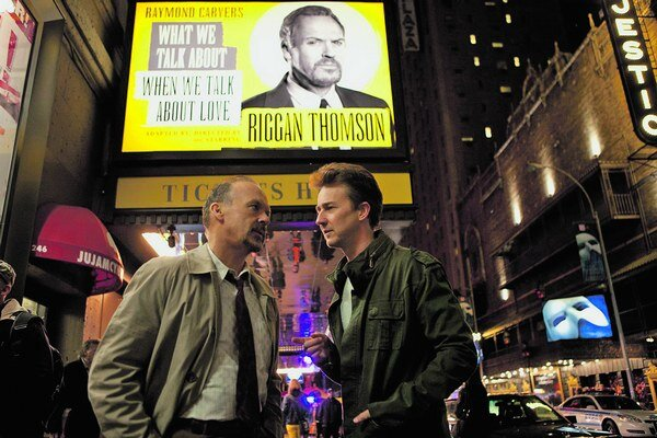 Michael Keaton a Edward Norton vo filme Birdman.