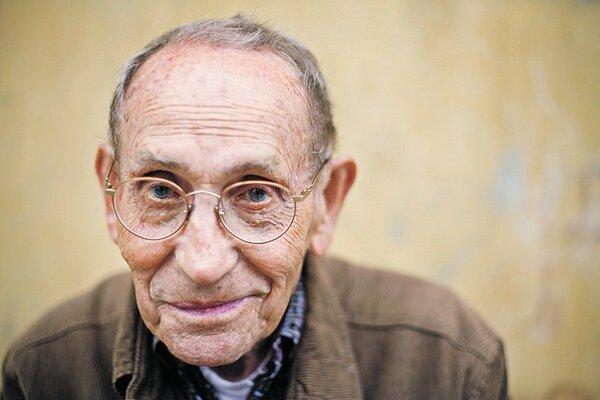 Tadeusz Konwicki bol prominenetný poľský spisovateľ a filmár.