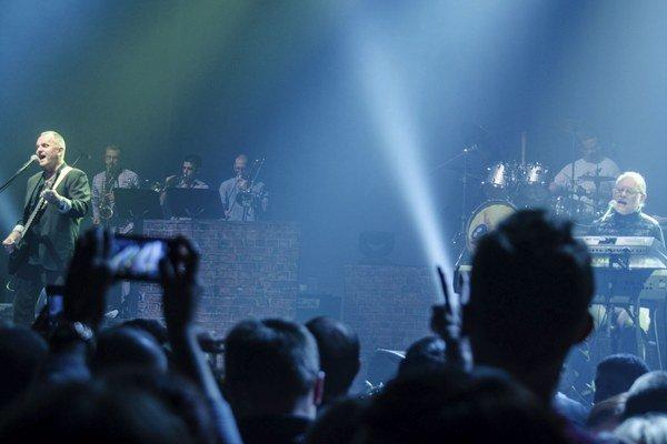 Ešte stále koncertujú, aj nahrávajú. Jožo Ráž  je čerstvý šestdesiatnik a kapela vydala nový album s názvom Živých nás nedostanú.
