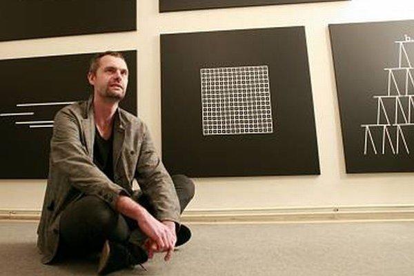 Jan Šerých (1972) študoval na pražskej AVU, v roku 2005 získal štipendium na PROGR v Berne a v roku 2008 na ISCP Program v New Yorku. Má za sebou niekoľko desiatok samostatných i kolektívnych výstav v Česku aj iných krajinách. Pracuje s maľbou, kr