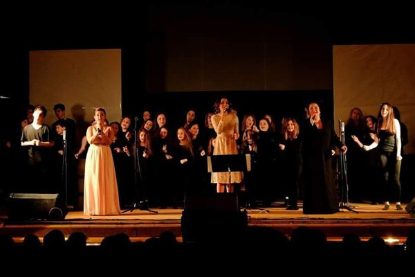 Predstavenie The Hope spojilo profesionálnych umelcov a žiakov ZUŠ Handlová.