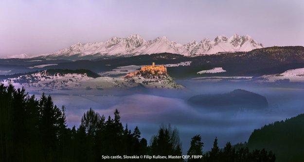 Zarámovanú veľkú fotografiu so zimným pohľadom na Spišský hrad od fotografa Filipa Kuliseva dostal aj britský princ Charles ako oficiálny dar od prezidenta Andreja Kisku.