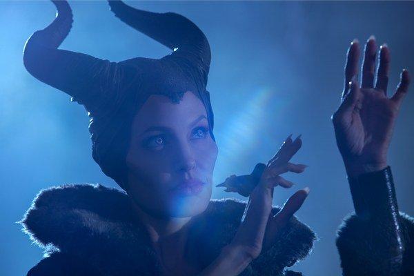 Angelina Jolie v hlavnej úlohe sa stala aj koproducentkou filmu a údajne práve ona presvedčila Lanu Del Rey, aby pre film nahrala vlastnú úpravu pesničky Once Upon a Dream, známej z Disneyho Šípkovej Ruženky.