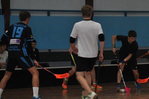 V Čadci sa už hrá play off florbalovej ligy