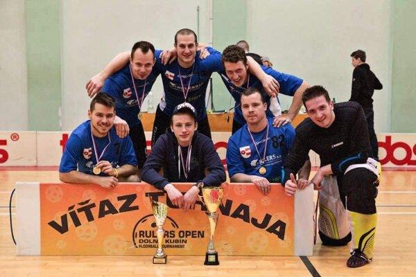 Florbalstore team vyhral po nevídanej dráme v nájazdoch.
