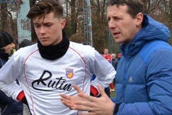 Dorastenec Miroslav Hronec s trénerom Tomášom Boháčikom.