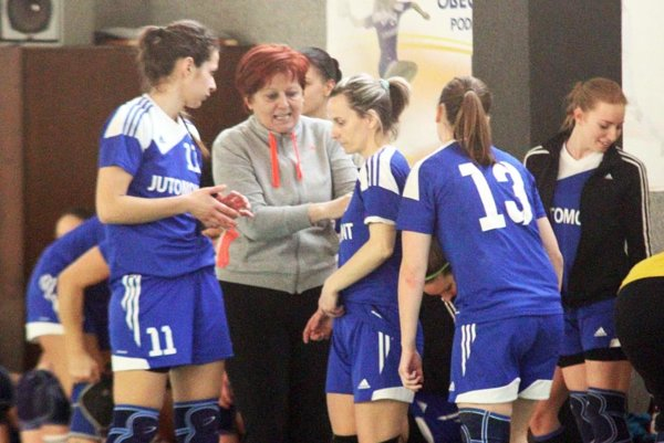 Hádzanárky Močenka (vedené trénerkou Martou Braunovou) vyšli v Nesvadoch naprázdno.