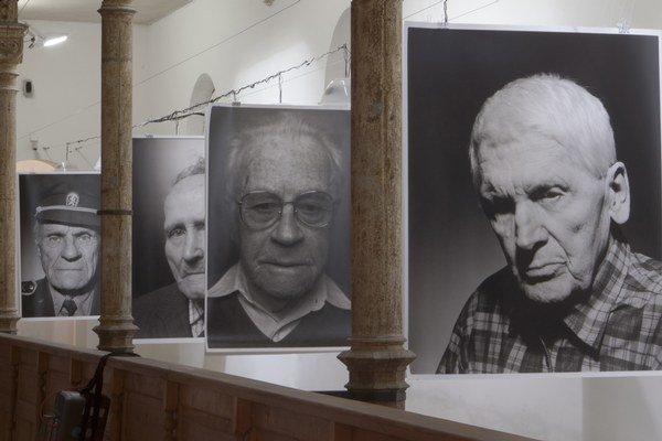 Výstava Oni My je do piatka v trnavskej Synagóge – Centre súčasného umenia na Halenárskej ulici.  Spomienkový večer na Alfréda Wetzlera sa začne v piatok o 19.00 h.