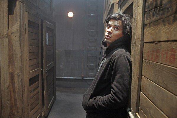 Tewfik Jallab (32) vo filme Moja vlať. Na festivale v Cannes ho predstavil s režisérom Mohamedom Hamidim a slávnejším kolegom Jamelom Debbouzom (na snímke nižšie).