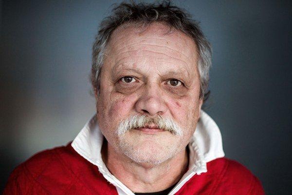 MARIÁN GEIŠBERG (60) Vyštudoval herectvo na VŠMU v Bratislave. Pôsobil v Divadle Jonáša Záborského v Prešove, neskôr v Divadle SNP v Martine i v divadle v Trnave.  Od roku 1992 je členom Činohry SND, kde v súčasnosti vystupuje v inscenáciách Kvarteto, Mat