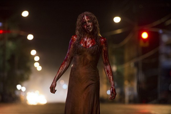 Mladá Chloë Grace Moretz v remaku Carrie (2013).