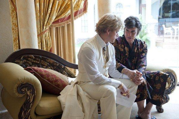Matt Damon (vľavo) a Michael Douglas – milenci z filmu Stevena Soderbergha Liberace! Oddnes sú v našich kinách.