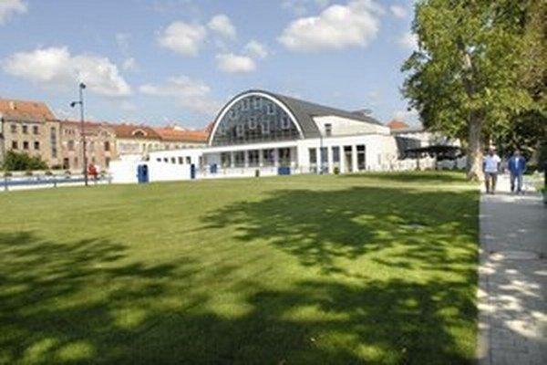 Stará mestská plaváreň v Košiciach sa zmenila na priestor pre umenie.