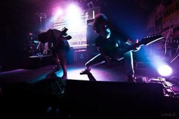 Symbiosis predstavujú metalovú hudbu, ktorá dokáže zaujať aj širšie hudobné publikum.