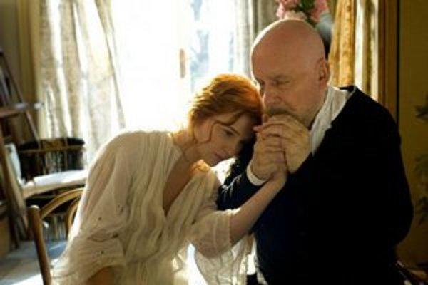 Posledná múza slávneho impresionistu – Andrée (Christa Theret) a starnúci maliar Renoir (Michel Bouquet).